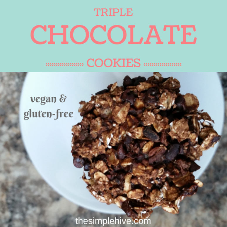 #glutenfree and #vegan recipe for healthy and delicious triple chocolate cookies.  Only 5 ingredients! - thesimplehive.com