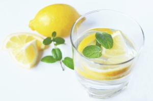 Natural ways to detox and cleanse your system. Gently reset your body. - thesimplehive.com
